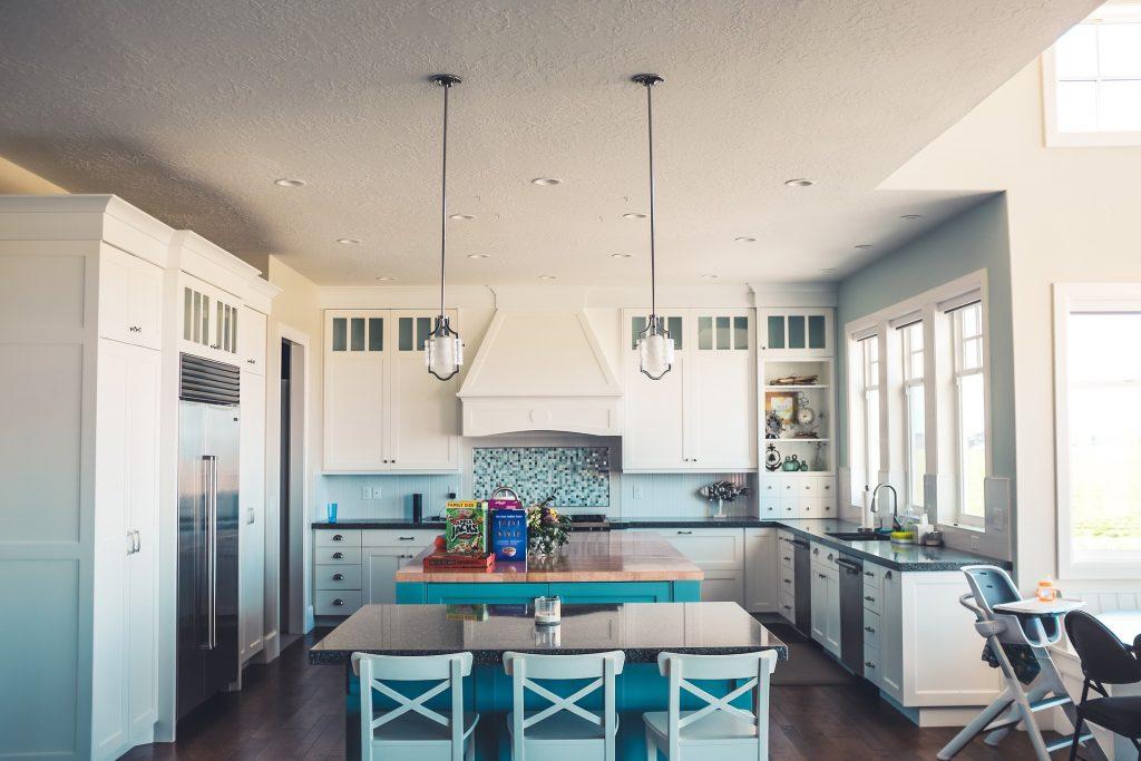 Consejos para poner una mesa en una cocina estrecha | Mesas nido